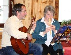 Beim Musizieren Hannes Gritsch und Sidonie Tomaschitz