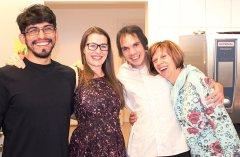 Eröffnungsfest die Helfer Sebastian Toledo Salinas, Julia Müller, Petr Sukola und Monika Onestingel