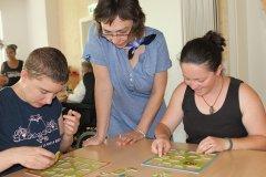 Spielenachmittag Altersheim Margot Chandelier, Gabriela Lohse und Laura Szabo