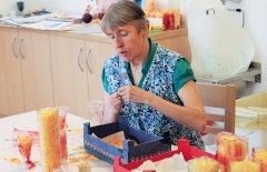 Birgit Purtscheller in der Werkstatt